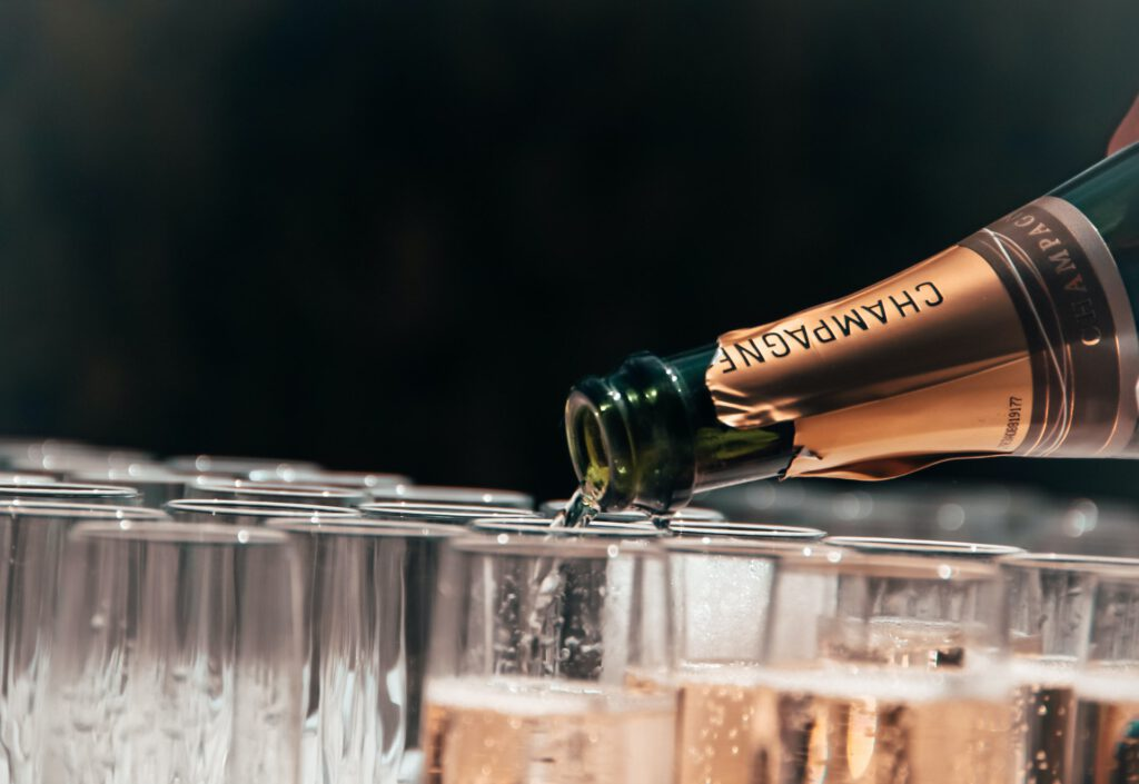Champagne serveren